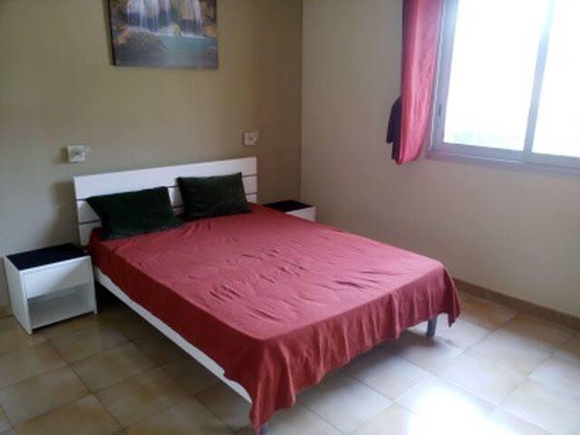 T2 meublé 30m² avec terrasse, vue sur le Garlaban - La Penne-sur-Huveaune - Apartment