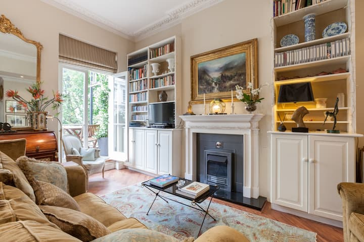 Classic and Cosy Central London pad