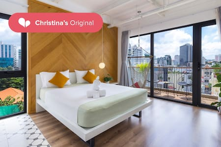 CHRISTINA'S #1 RANKING HOTEL • STUDIO • DISTRICT 1