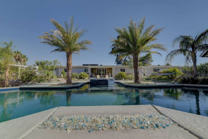 4br villa, huge pool, jacuzzi, bbq. Just for you!