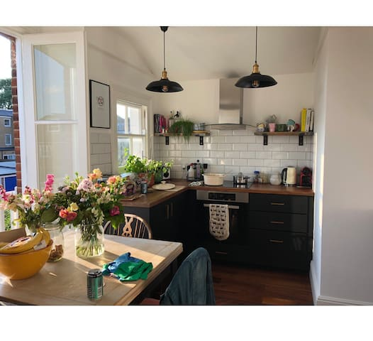 Lovely Wimbledon Home, close to station & village