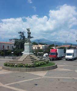 Stanze vicino l'Etna, fino a 6 posti e cucina. - Trecastagni
