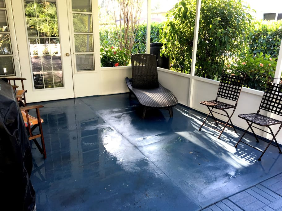 Lanai includes outdoor seating and gas grill