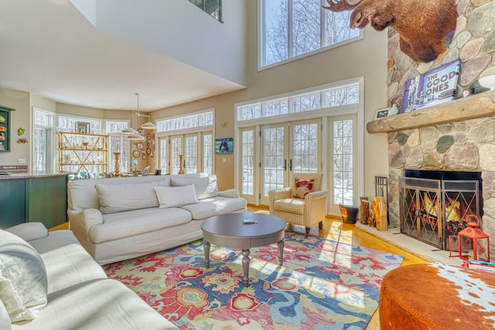 Four-story home with multiple fireplaces & decks - screened-in porch, firepit!