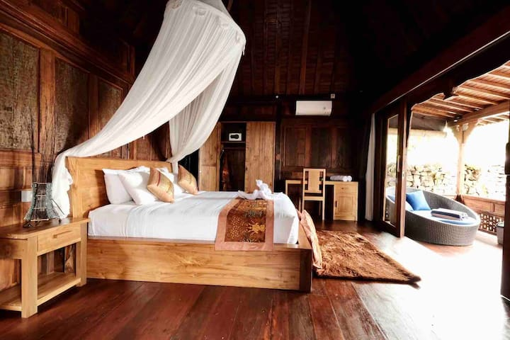 Wooden villa with private pool in Ubud center