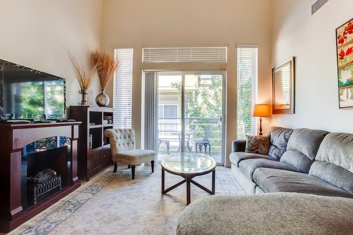Upscale, roomy 2BD/2BA apartment, sleeps 5