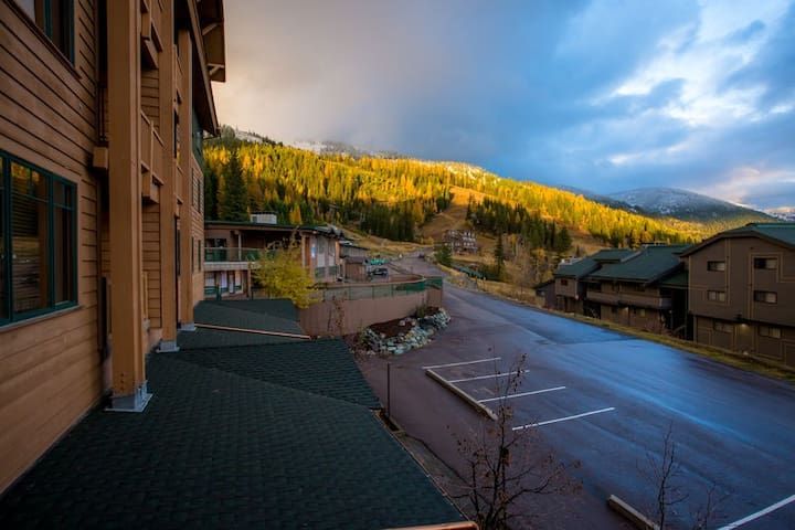 Direct Ski in and Ski out!!   2 bedroom/1 bath Morning Eagle ski in/out!!