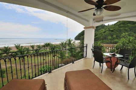 Spectacular Oceanfront condo with amazing views - Jacó
