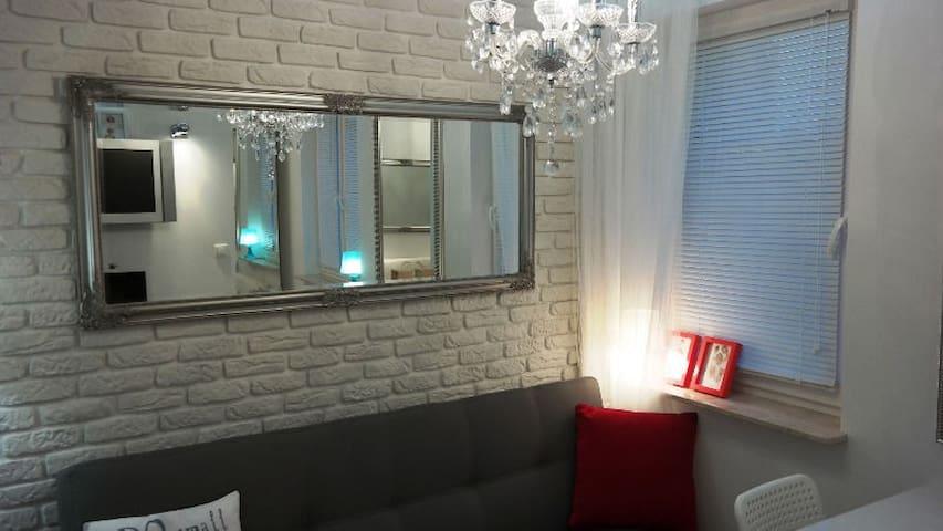 Małe mieszkanko 2 pokojowe , Small 2-rooms apartm.