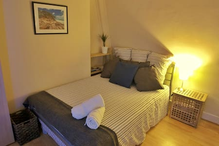 Lovely DB room central w/ great transport - Londres