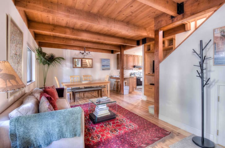 Your Tahoe Home Away From Home! 2bdr+Sleeping den