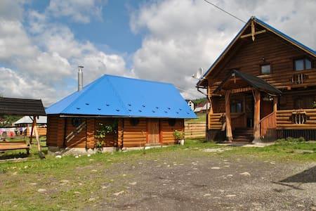 """Гостинный дом """"Топорик"""" - Polyanytsya - Casa de hóspedes"""