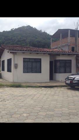 Casa en el valley Amazónico.