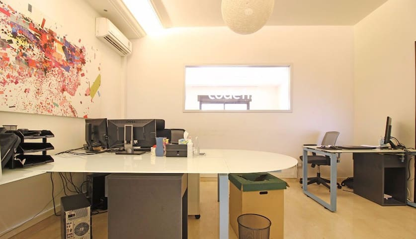 Office Spaces for rent in Mar Talk- hourly/daily