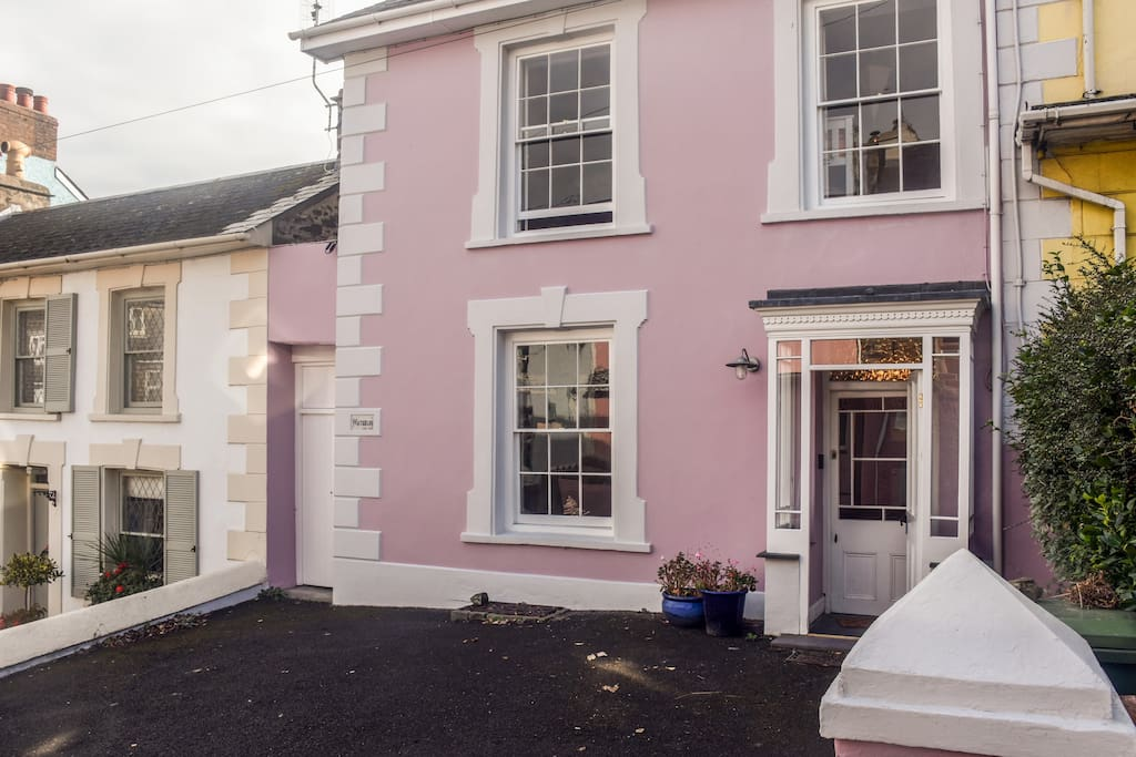 Situated in heart of New Quay with good parking (ample room for 2 cars, 3 with a squeeze)
