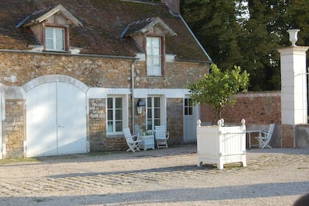 French Country Farm cottage - Chaumes-en-Brie - กระท่อมบนภูเขา
