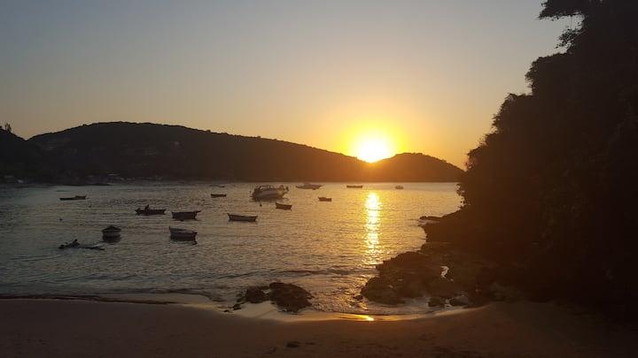 Casa na beira da Praia de João Fernandes.