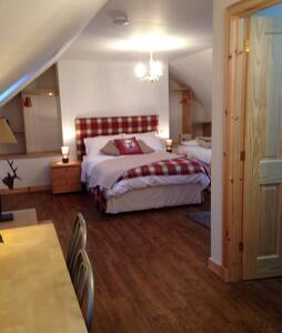 Ensuite double/triple/family room - Portree