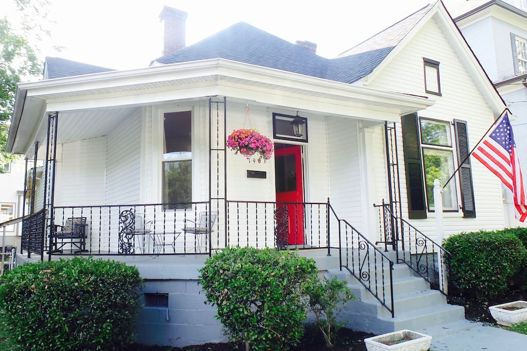 So much history in this 1935 renovated downtown home...walk or bike to 12 South, Belmont, Music Row areas
