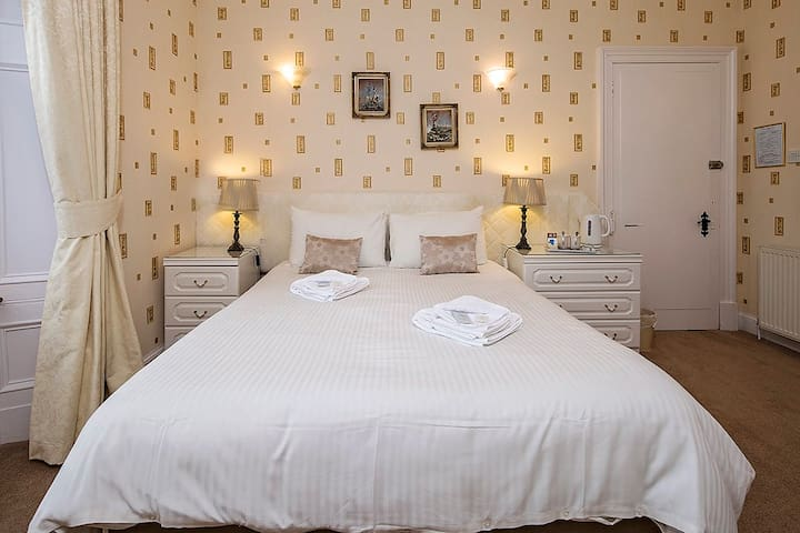 Glengarry Guest House R3