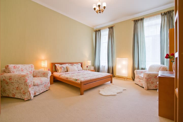 BEST PLACE! Luxury apartment on Nevskiy pr