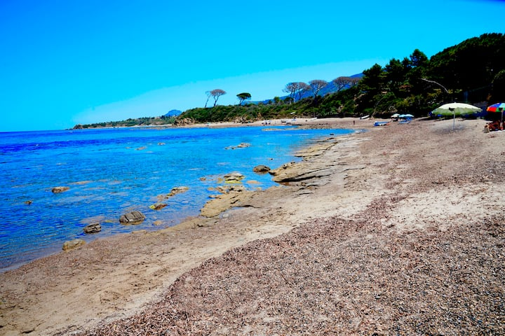 Cefalù a 50 metri dal mare villa sotto gli ulivi