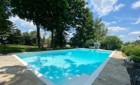 Country Cottage SaltWater Pool 2 miles to i-24