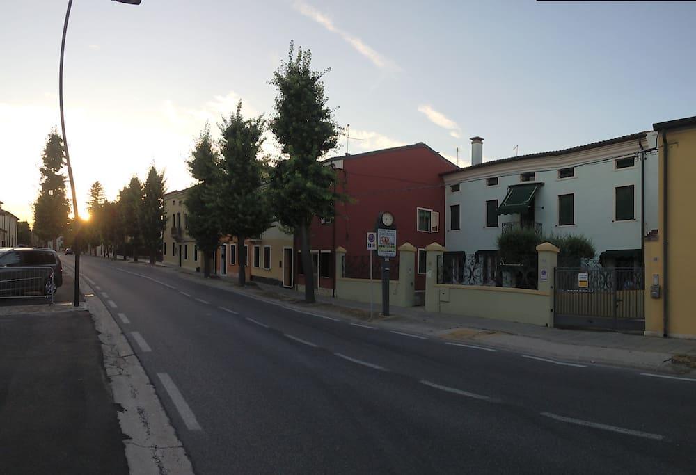 Villa Mari Fronte strada