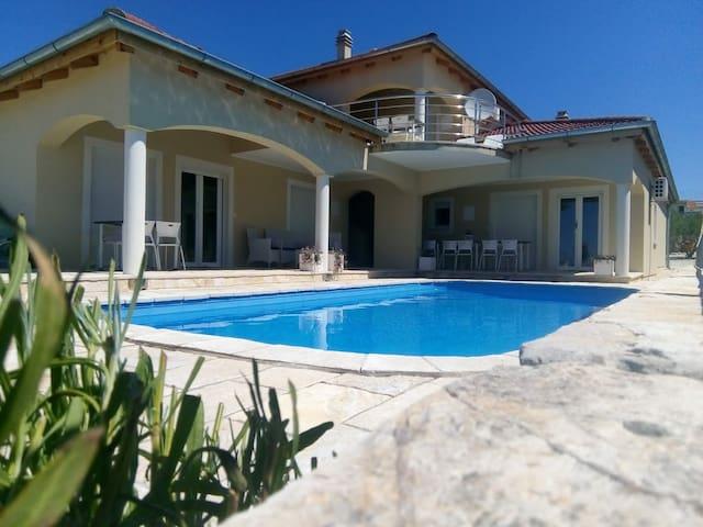 Remarquable villa en Dalmatie centrale