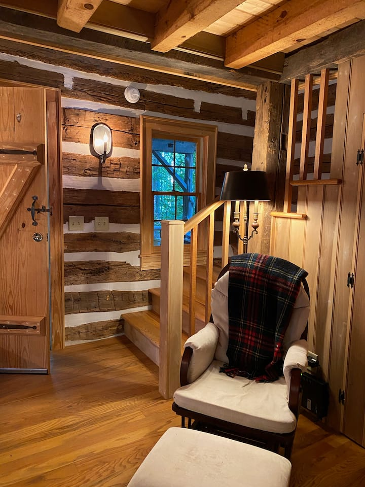 Little Cabin in the Woods is quiet and secluded!