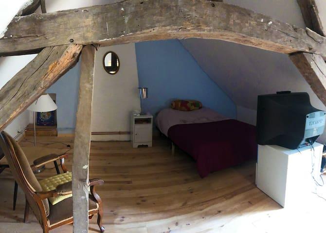 Chambre à l'étage, sous comble