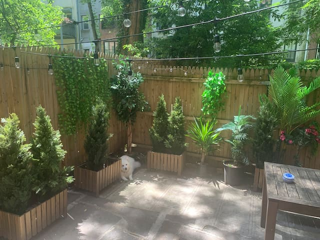Bright & Spacious Chelsea unit with private patio!
