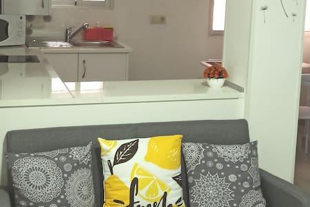 Estudio acogedor con wifi con 1 cama Grande d 1.35