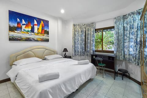 Comfortable peaceful Chalong house!