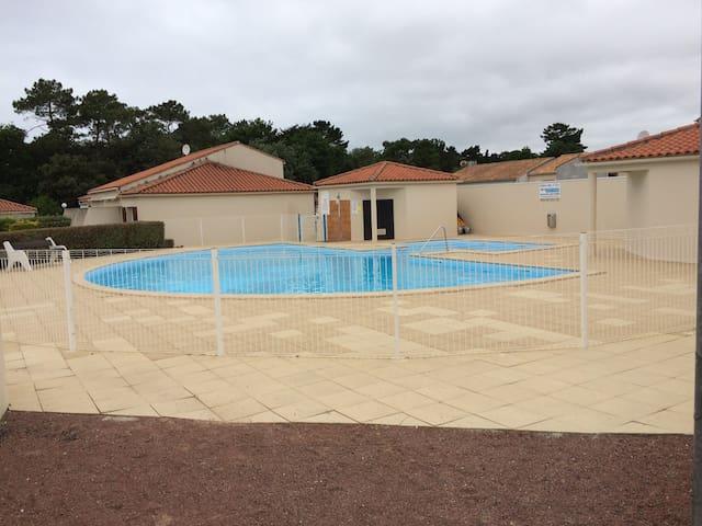 A louer maison de 35m² dans résidence avec piscine - Brem-sur-Mer - Casa