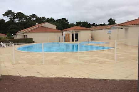 A louer maison de 35m² dans résidence avec piscine - Brem-sur-Mer