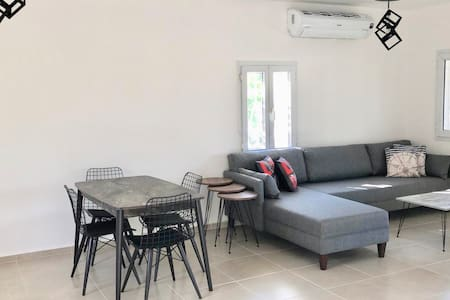 Newly renovated, 2 Bedroom Private Villa