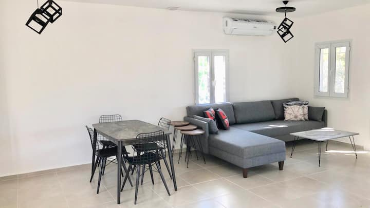 Newly renovated, 2 Bedroom Private Villa