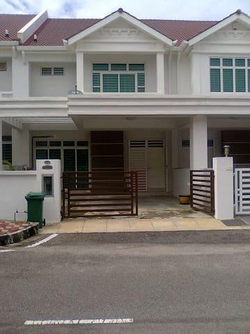 Botanica CT Simplistic Home - Balik Pulau - Rumah