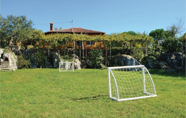 Holiday cottage with 2 bedrooms on 66m² in Labin