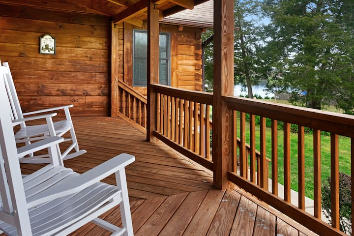 Dog-friendly, lake view cabin w/ furnished decks, Ping-Pong & darts!