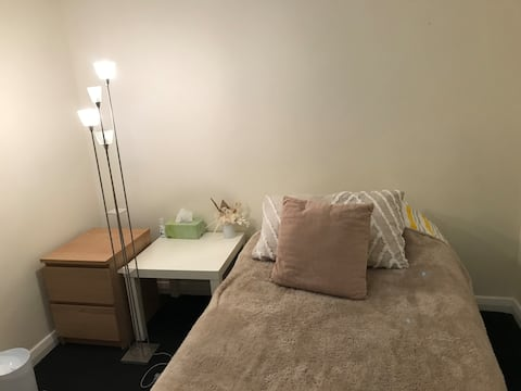 Warm City Gem. Safe and Cosy. Strictly female only