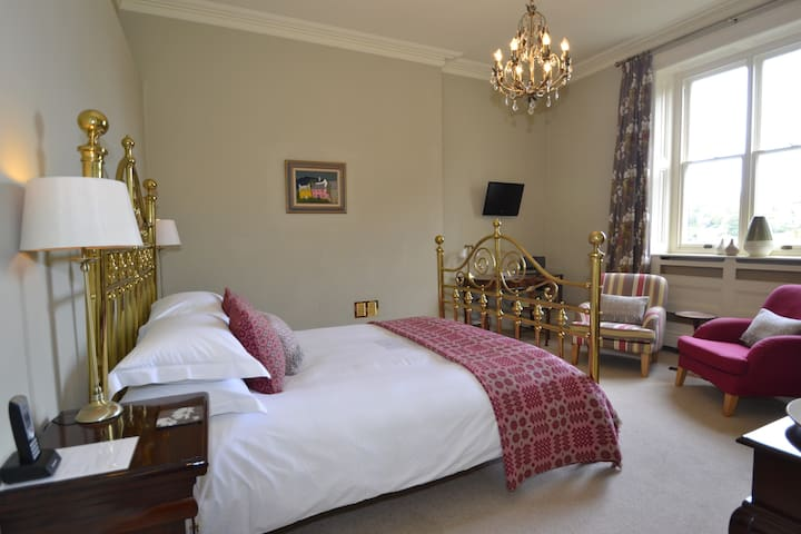 Myfanwy is a tranquil traditional room with a kingsize brass bed, antique furniture and Welsh styling.