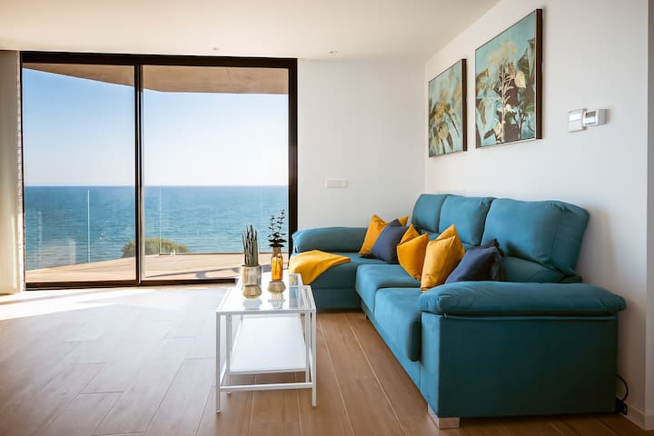 Modern sea front REEF APARTMENT