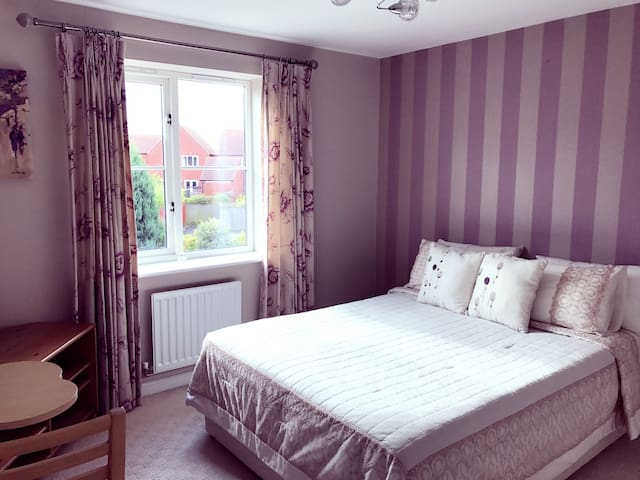 Lovely double bedroom  in Milton Keynes