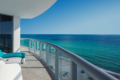 SUNNY ISLES GORGEOUS OCEAN FRONT 15A (+hotel fees)