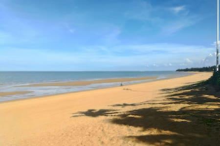 享受自然海景,品尝鲜美海鲜,远离城市的喧嚣,游泳,泡温泉,抓螃蟹,赏美景……