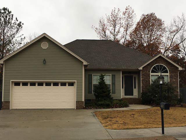 Spacious & Calm Home minutes from Hamilton Place - Chattanooga - House