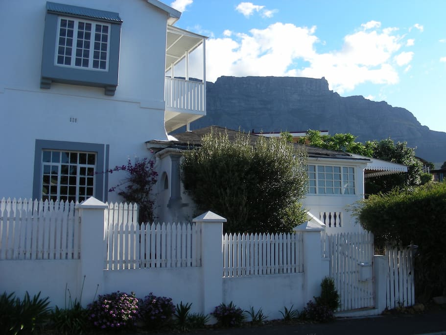 TABLE MOUNTAIN AND HOUSE
