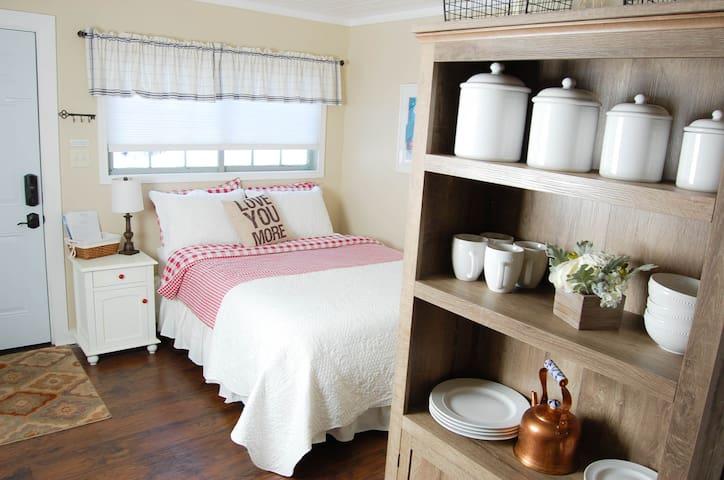 Tiny Tahoe Rental - Tahoma - Cottage